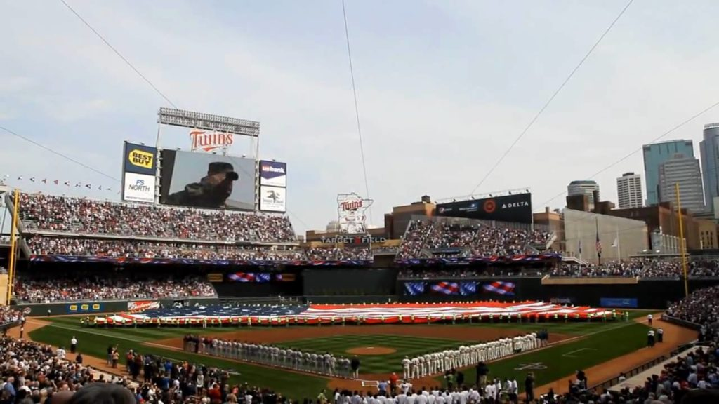 Photo: Minnesota Twins 2010 Home Opener
