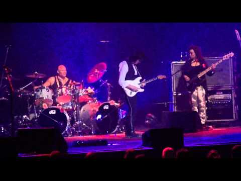 Jeff Beck Plays Brush With The Blues Live At The State Theatre